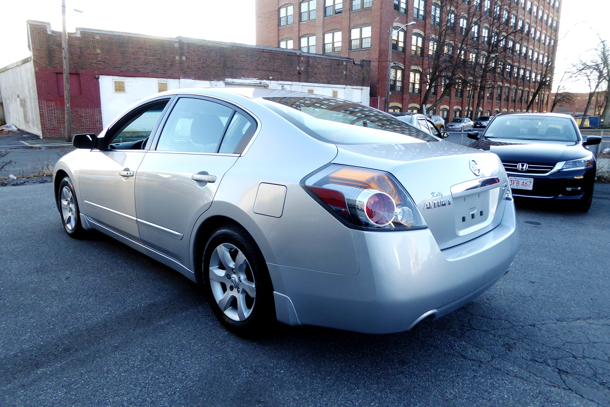 2009 Nissan Altima Sedan left rear