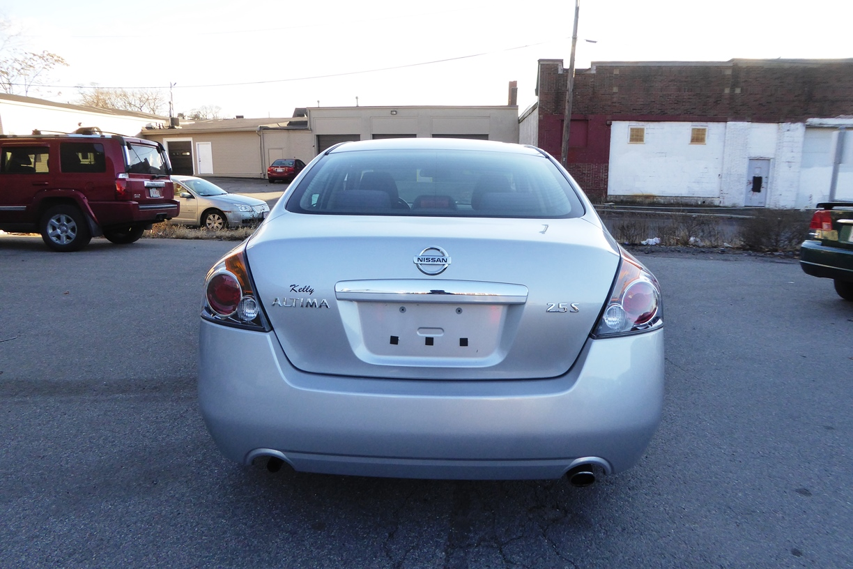 2009 Nissan Altima Sedan rear