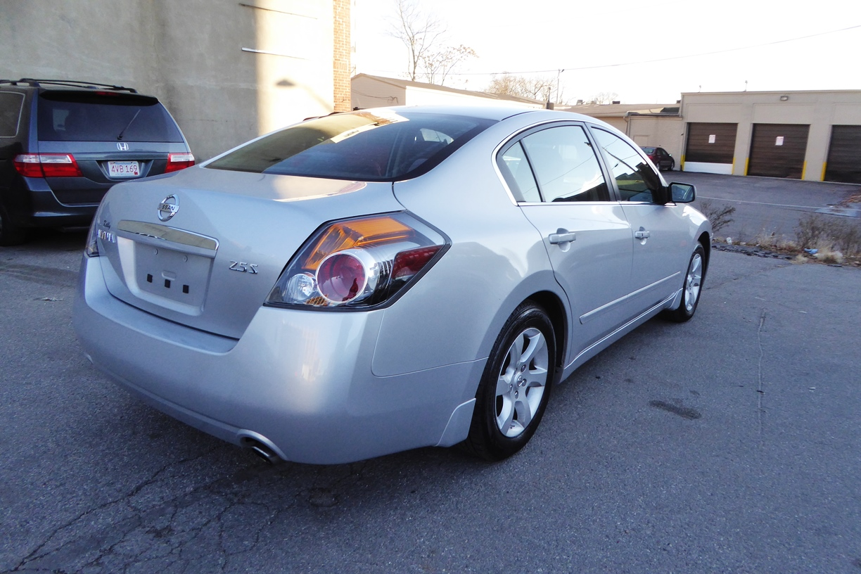 2009 Nissan Altima Sedan right rear