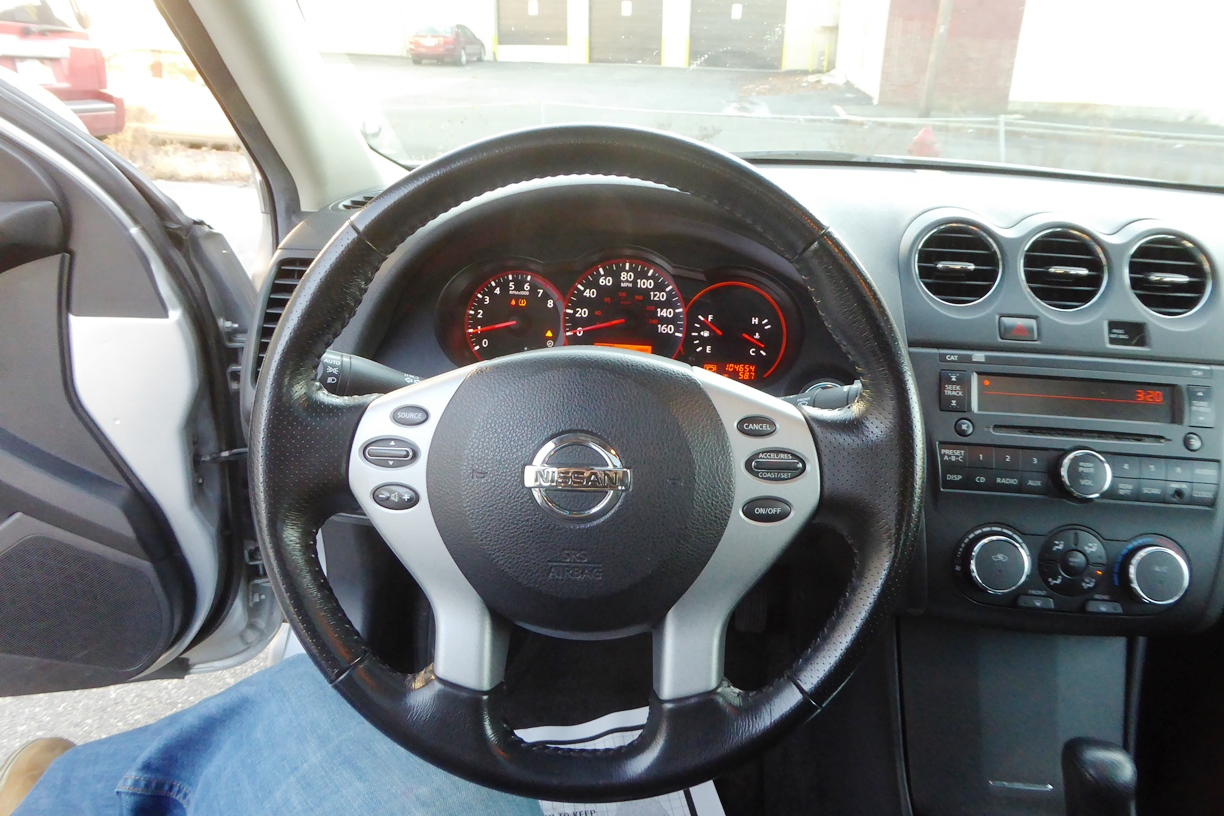 2009 Nissan Altima Sedan steering wheel