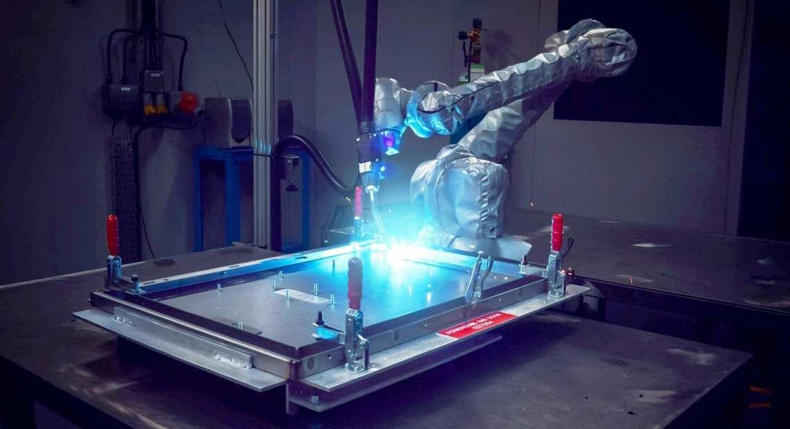 universal robot welding