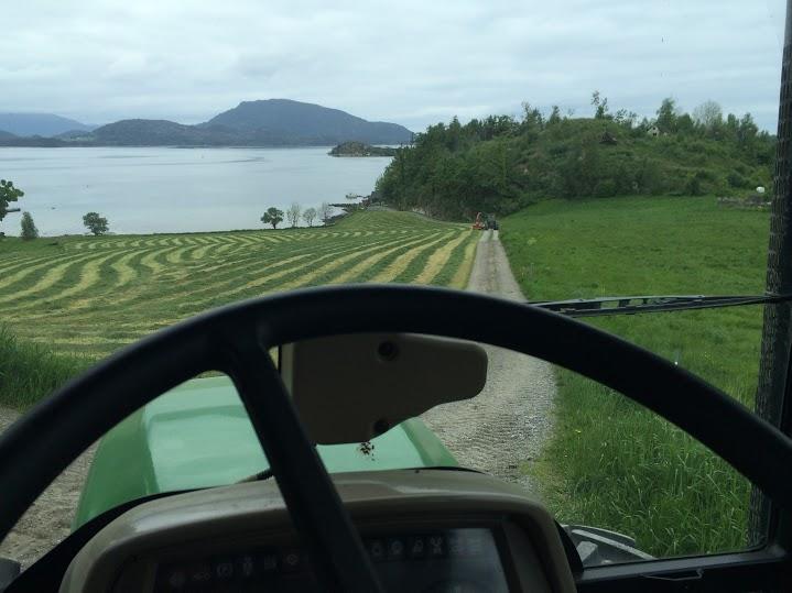 Frå PC til traktor. Teknologi og natur i skjønn og harmonisk blanding.