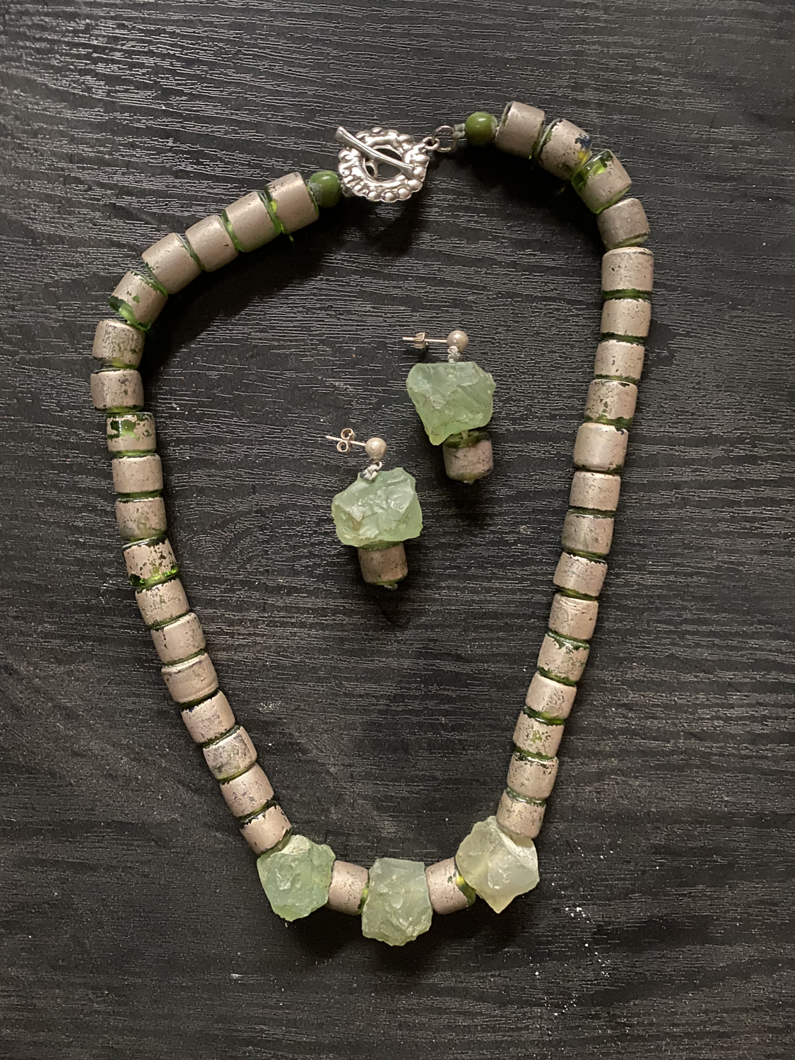 Item 147 - Guttin, Glass necklace and earrings