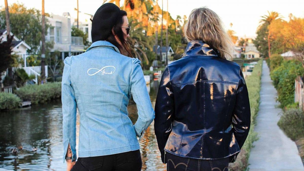 Deux modèles de vêtements éthiques à trouver sur le site de Jarod-Pi