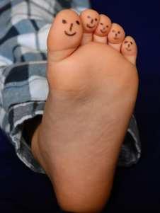 plante de pied d'un enfant sans pathologies plantaires