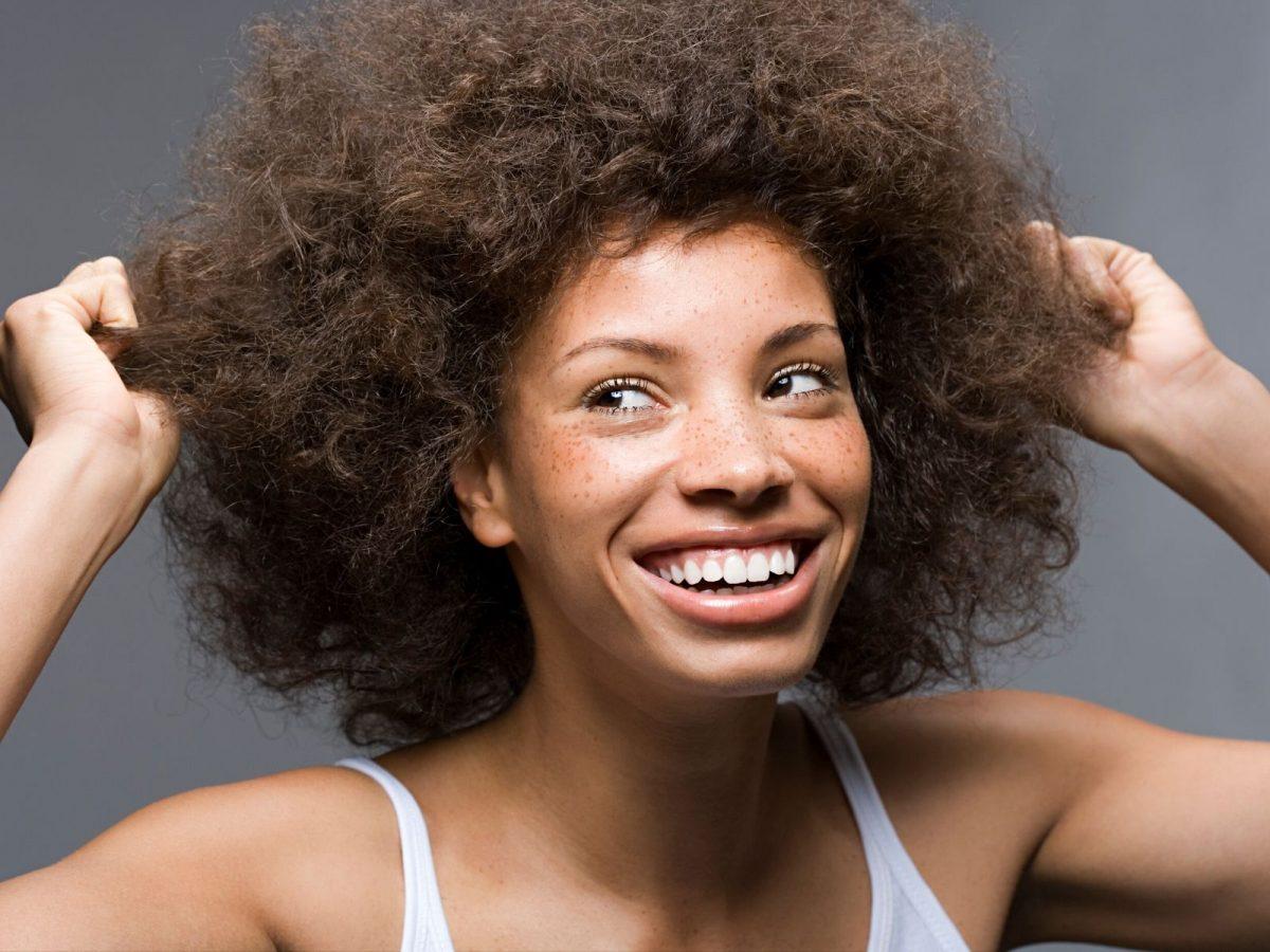 Entretien des cheveux crépus : 5 astuces pour en prendre soin au quotidien