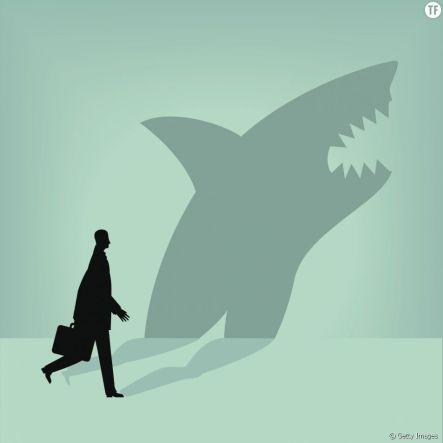 Ombre d'un pervers narcissique qui n'est autre qu'un requin montrant les dents.
