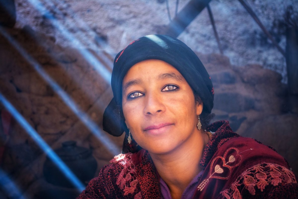femme marocaine cueillant l'argan True Argan