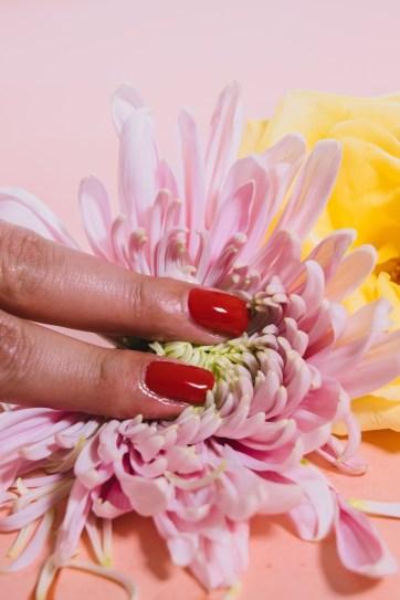 fleur doigt femme