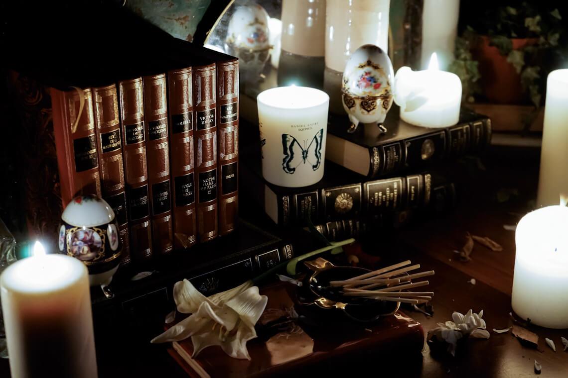 La maison de parfum Daniel Andre présente sa toute première création la bougie Equinox aux parfums de garrigue et Made in France.