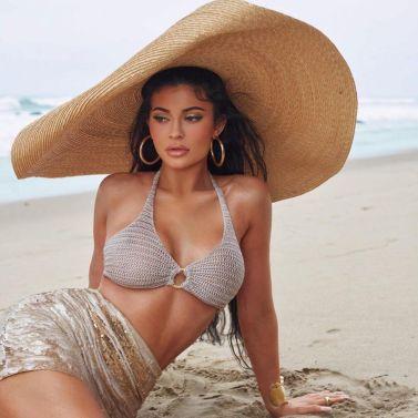 le chapeau Bomba de Jacquemus porté par Kylie Jenner