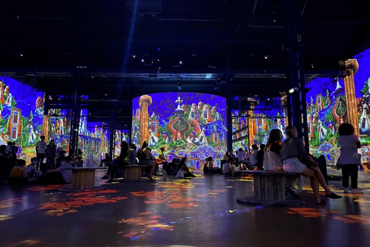 Immersion dans l'exposition Dalì et Gaudì à l'Atelier des Lumières