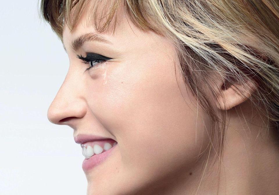 e regard d'Angèle pour la collection Chanel yeux 2021