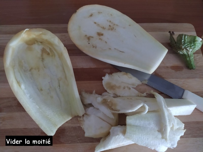 aubergines farcies - vider la moitié