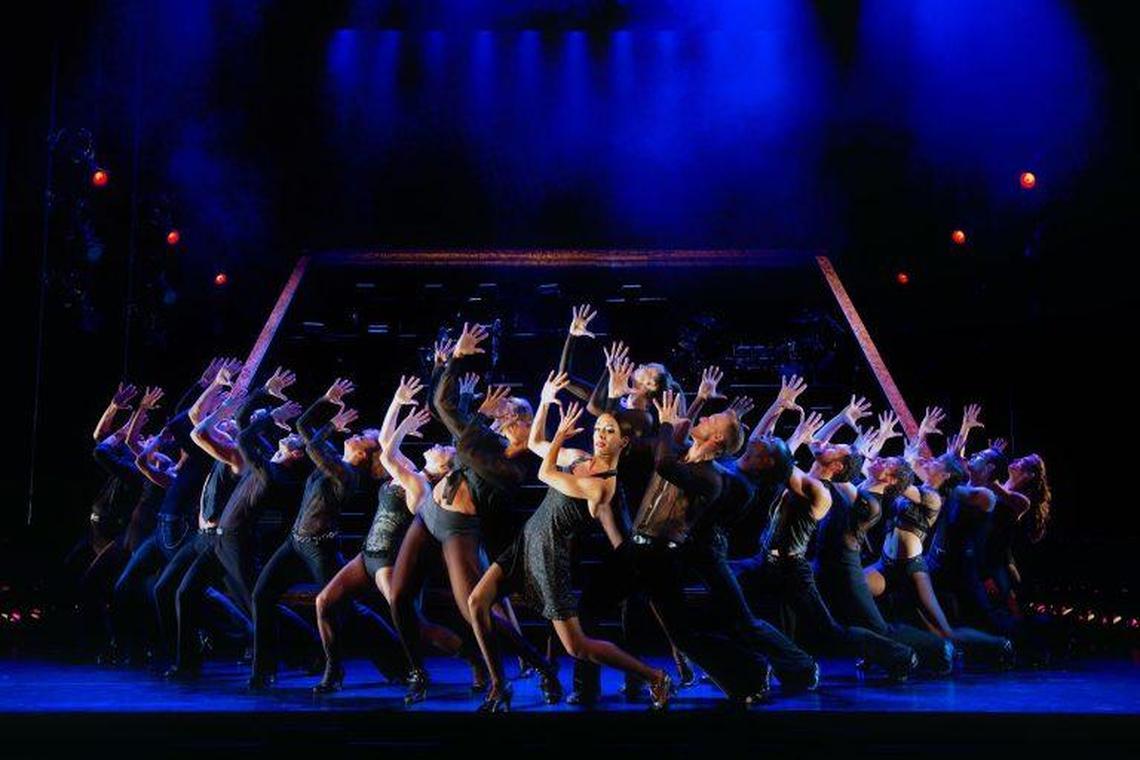 scène de la comédie musicale Chicago au théâtre Mogador