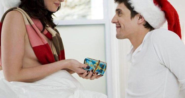 Pacco di Natale 2015 Condomix: 108 preservativi + un lubrificante naturale