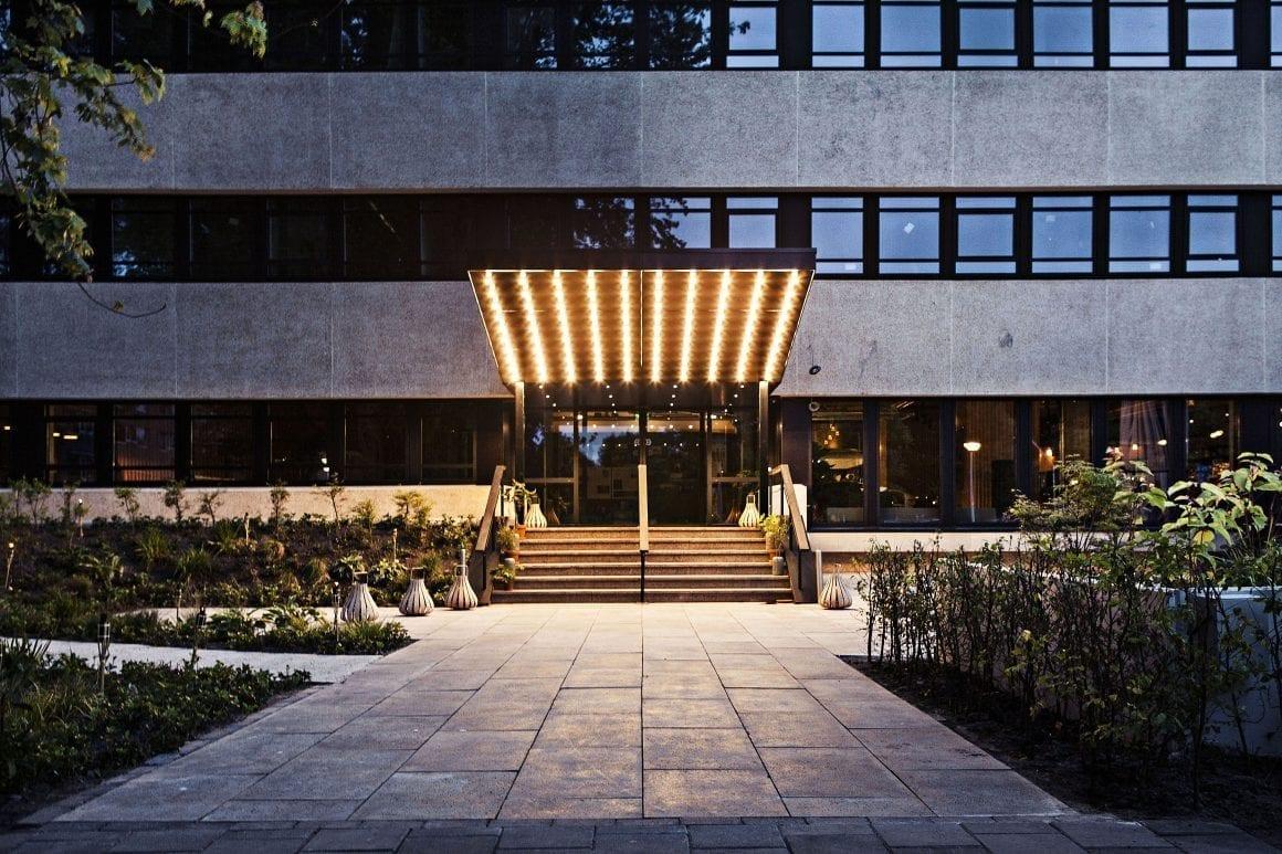 Entrance to Hotel V