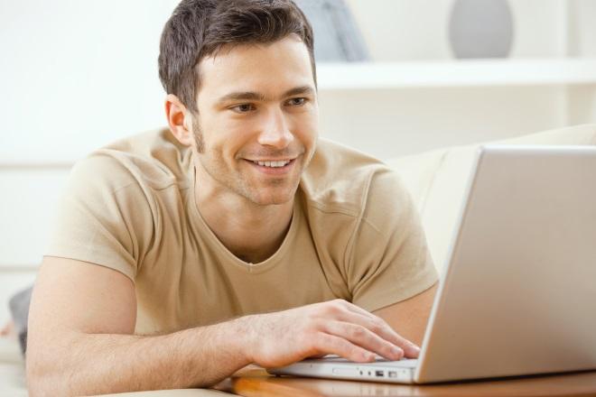 Guy di laptop