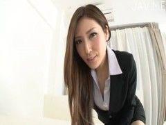 椎名ゆながスーツ姿で素股攻めをしてるチューブエイト動画