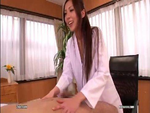 美人女医が痴女攻めをして潮ふかせれるオメこの中を見たいでポるチオイキってるエロリスロ動画画像