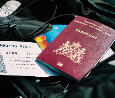 passaportes e passagem