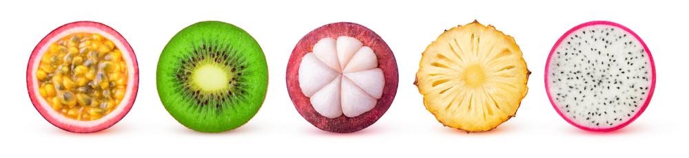 alignement de fruits exotiques vendu dans les supermarchés Marché Frais