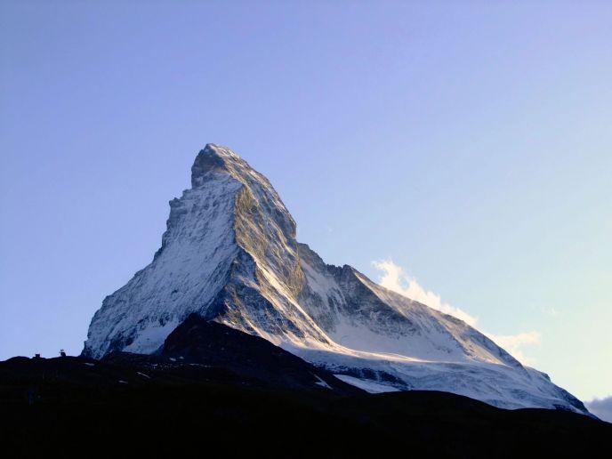 una montaña nevada