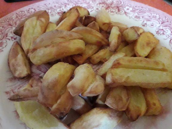 => Selbst gemachte Pommes mit Heißluftfritteuse machen