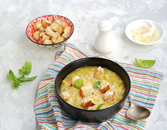 Maissuppe mit Croutons