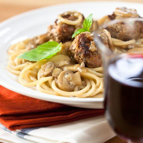 Pasta mit Hackbällchen und Pilzrahmsoße