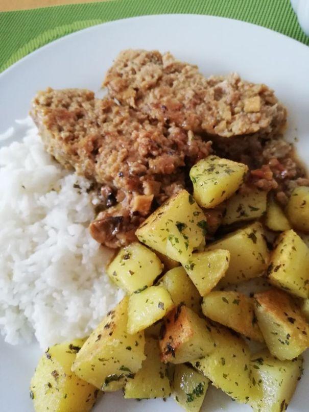 Faschierter Braten mit Kartoffeln und Reis