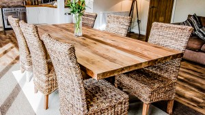 Unique Solid Reclaimed Wooden Dining Table With Solid Legs