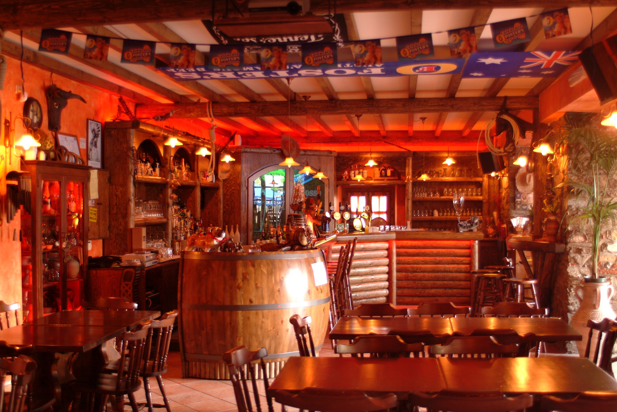 The Saloon  OMBRE ROSSE SALOON WESTERN PUB AGROPOLISA