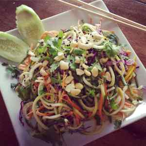 Raw pad Thai with zuccini noodles