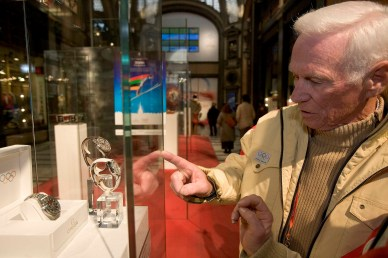 Gene Cernan, the last man on the moon with the Apollo XVII Mission on a visit to the OMEGA Pavilion in the Galleria San Federico in Turin, Italy on February 14th 2006 during the Turin 2006 Olympic Winter Games. (KEYSTONE/MARTIN RUETSCHI)