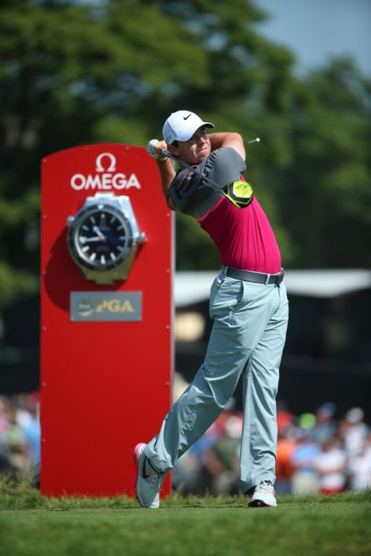 McIlroy_takes_a_swing_at_the_2015_PGA_Championship