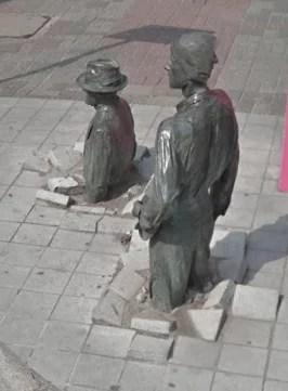 Esculturas marcantes representam o período da lei marcial na Polônia comunista