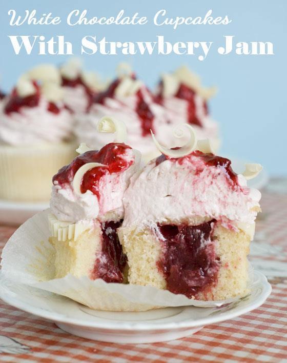 White Chocolate Strawberry Cupcakes