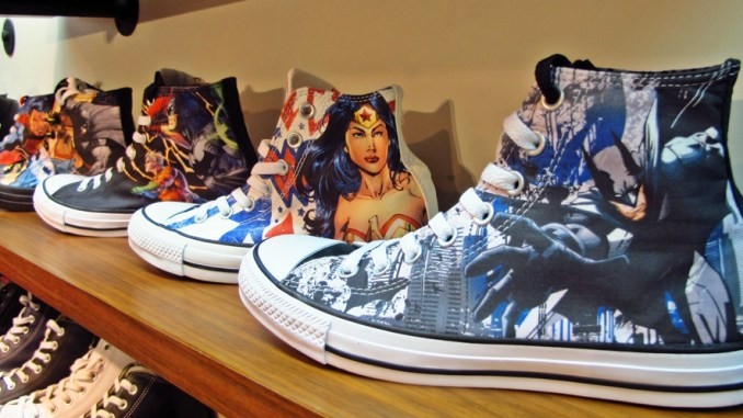 I find it really amazing when big brands such as Converse give importance  to geek culture. Recently 08e903908