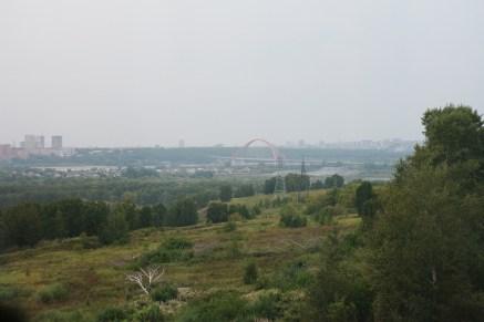 Знаменитый Бугринский мост вдалеке