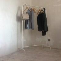 Штанга для одежды, за неимением гардероба