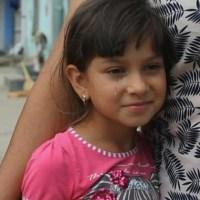 Povestea impresionantă a unei fetițe de etnie romă. Toți banii de mâncare i-a adunat pentru a-și cumpăra o carte