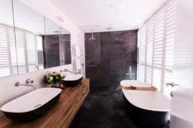 Les in naravni kamen sta popolna ta kopalnico