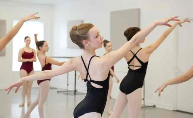 Balet je prava izbira za povečanje fleksibilnosti in moči spodnjega dela telesa.