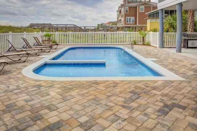 zunanje keramične ploščice ob bazenu