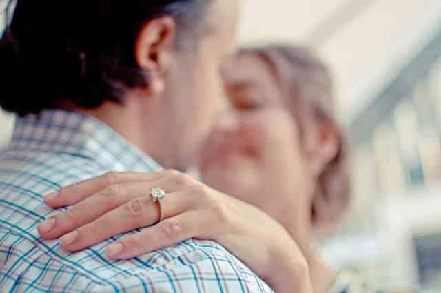 Zaroke ni brez zaročnega prstana