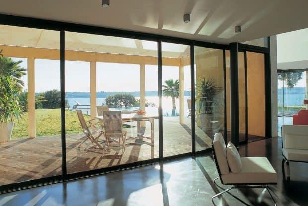 aluminijasta-balkonska-vrata-cenik-in-lastnosti