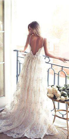 poročne-obleke-2019-čipkast-vzorec