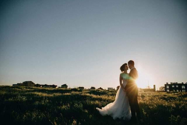 poročne fotografije ob sončnem zahodu