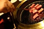 Kött stekt med matpincett